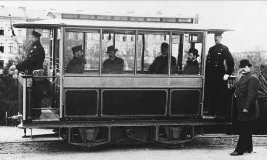 First_electric_tram-_Siemens_1881_in_Lichterfelde