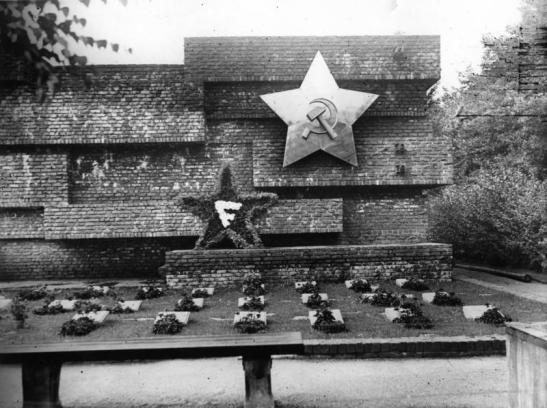 Berlin-Friedrichsfelde, Revolutionsdenkmal