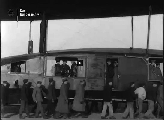 The crew of L35 in the Bundesarchiv film material from 1918