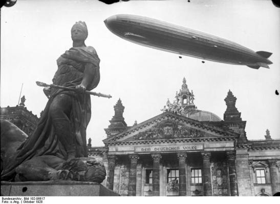 Zeppelin over the Reichstag building in October 1928 (image through Bundesarchiv)