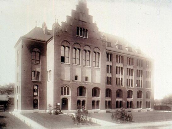 Berlin´s Museum of Medical History, opened 1899 by Virchow as Pathologisches Museum (image through the Medizinhistoriches Museum Charite, Berlin).