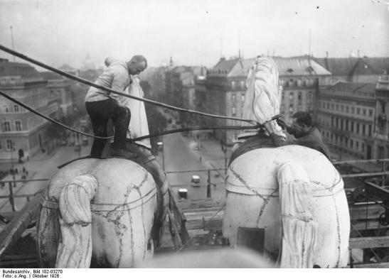 Restoration of the Quadriga on top of the Brandenburg Gate, 1926 (image by Georg Pahl).