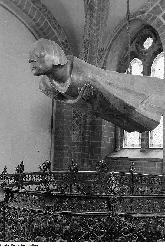 Der Schwebende by Ernst Barlach in the Güstrow Cathedral, 1927 (photo though Deutsche Fototek).