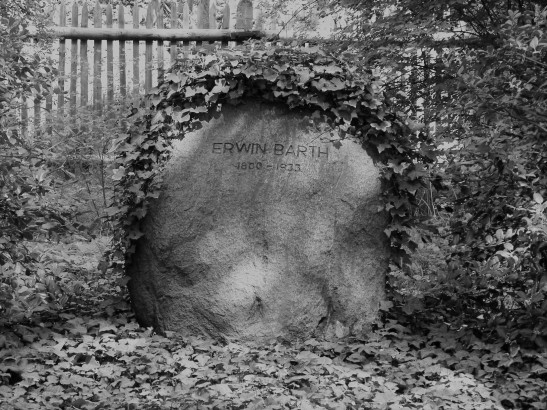 The grave and the tombstone of Erwin Barth (image by Axel Mauruszat).