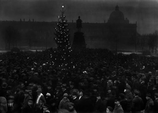 24.12.1918 in the Lustgarten (image by Willy Römer, Kunstbibliothek)