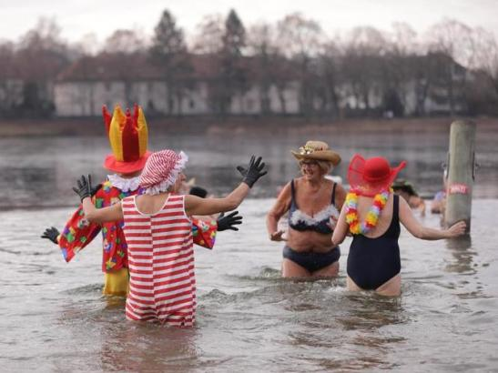 Members of the «Berliner Seehunde» Winter Swimming Club during their New Year swim on January 1 in the Orankesee. (image by Jörg Carstensen, dpa)