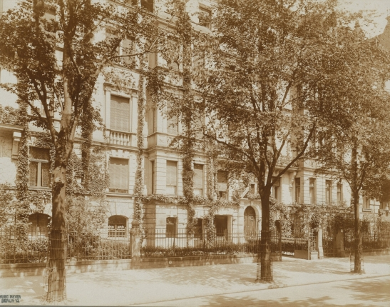 Early residential buildings in Kurfürstendamm 23-25 (architect: Alfred Messel), 1891.