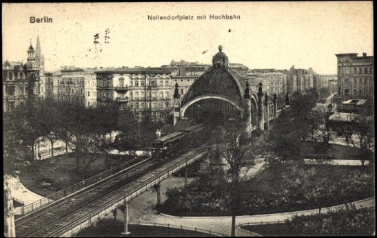 "Elevated railway station ""Nollendorfplatz"" in 1902: the ramp leading down into the underground tunnel towards Wittenbergplatz is, seen from this perspective, behind the station."