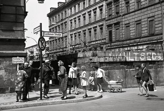 Corner Luckauer Straße and Sebastianstraße photographed by Willy Pragher on June 9, 1965 (image through Landesarchiv Baden-Würtemberg W 134 Nr. 078754a).